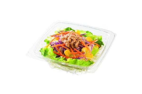 お食事と一緒に日替わりのサラダをお届けします。