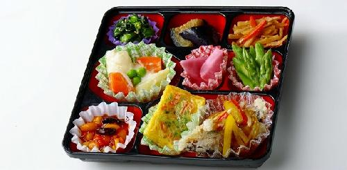 利用者の声から出来たお弁当です。少ない量で多彩なおかず(9品)が入ったお弁当です。